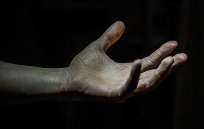 Протяни руку…