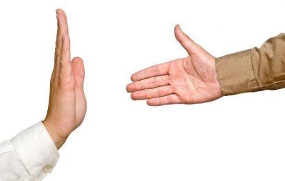 Вчера — хиджаб. Сегодня — рукопожатие. Что завтра?